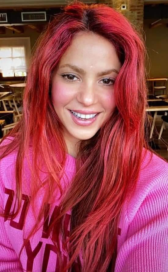 😍 #Shakira te desea un feliz 🌺 Pink Saturday!!!  #FelizSabado 🔽