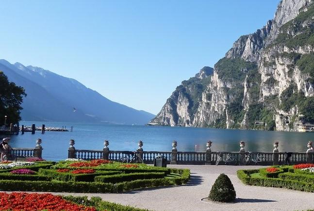 Lake Garda, Italy  💙💜