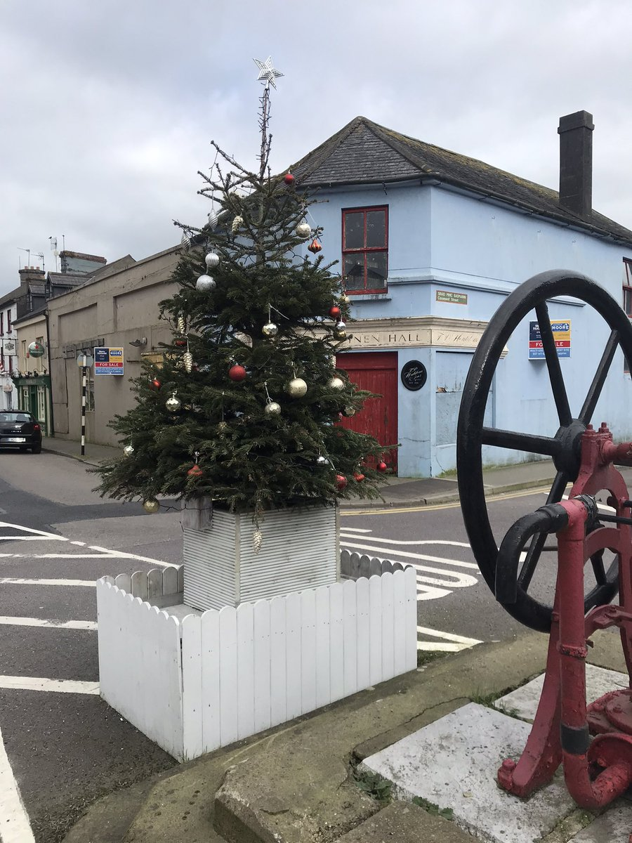 On my 5K walk today for Day 58 #100DaysofWalking said I had to share that @loveclonakilty doesn't want to say to goodbye to #Christmas as we start March on Monday!! 😂 😂 @NewstalkFM