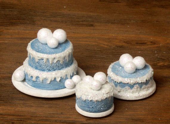 """Charming Miniature Winter Cake """"Snowballs"""" for Your Dollhouse by DinkyWorld -   #christmas"""