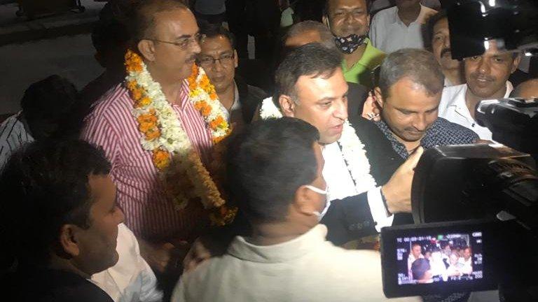 सुप्रीम कोर्ट बार एसोसिएशन 2020-21 के विभिन्न पदों के लिए शनिवार को संपन्न हुए अध्यक्ष के चुनाव में #विकास_सिंह ने अपने निकटतम प्रतिद्वंद्वी के खिलाफ 837 मतों से जीत दर्ज की  जबकि उपाध्याक्ष के चुनाव में  #प्रदीप_कुमार_राय ने 984 मतों से जीत हासिल की है।