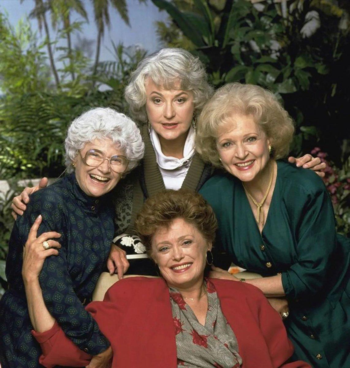 you're Wanda, what sitcoms do you live through? #WandaVision#GoldenGirls
