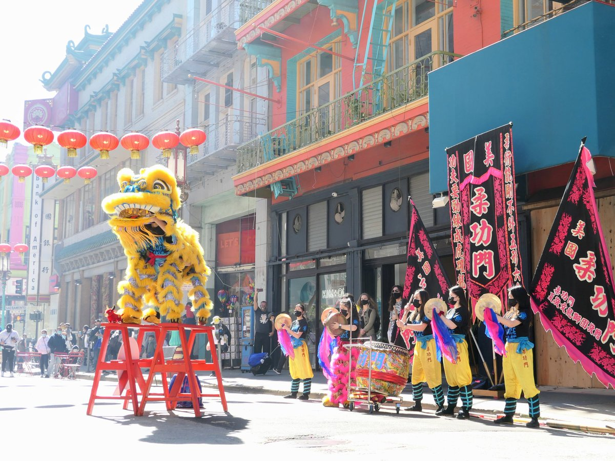 I ❤️ the sight, sound, and smell of a lion dance! Get down to Chinatown to see @liondanceme drive away evil spirits at 3pm today. Grab some tasty snacks at Eastern Bakery while you're here. #sfchinatown #liondance #ChineseNewYear #yearoftheox #gunghayfatchoy #thebay