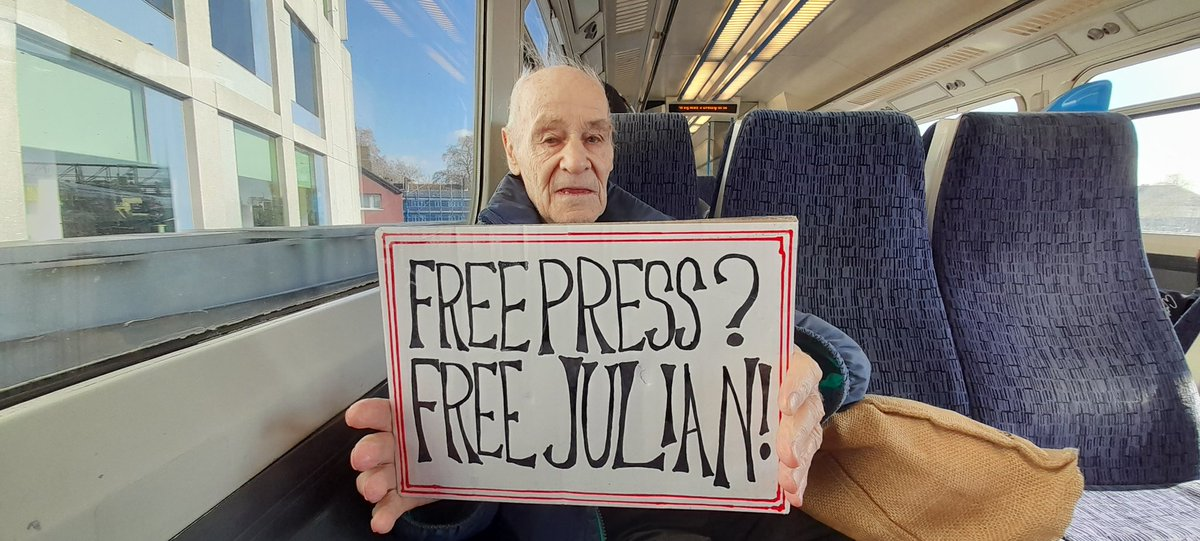 Here is Eric on his way to Belmarsh Prison where journalist Julian Assange is held in solitary confinement. It's Eric's 93rd birthday & he chose to visit Julian. Thank you Eric #DropTheCharges #FreeAssangeNOW @ericteamassange @DEAcampaign @EfPress