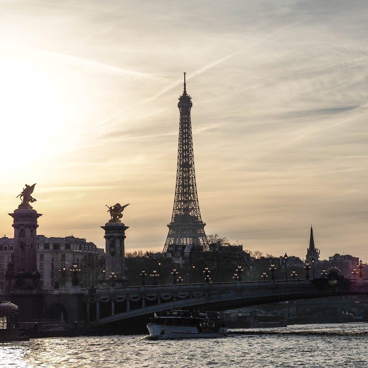 Sunset  ____ @LaTourEiffel #eiffelofficielle #TourEiffel #eiffeltower @VivreParis_ @ParisBouge @QueFaireAParis @ParisJeTaime @le_Parisien @VIParis @ParisZigZag @My_Little_Paris @VisitParisIdf @visitparisreg @timeoutparis @ParisInsolites #photooftheday #sunset #sun #photograghy