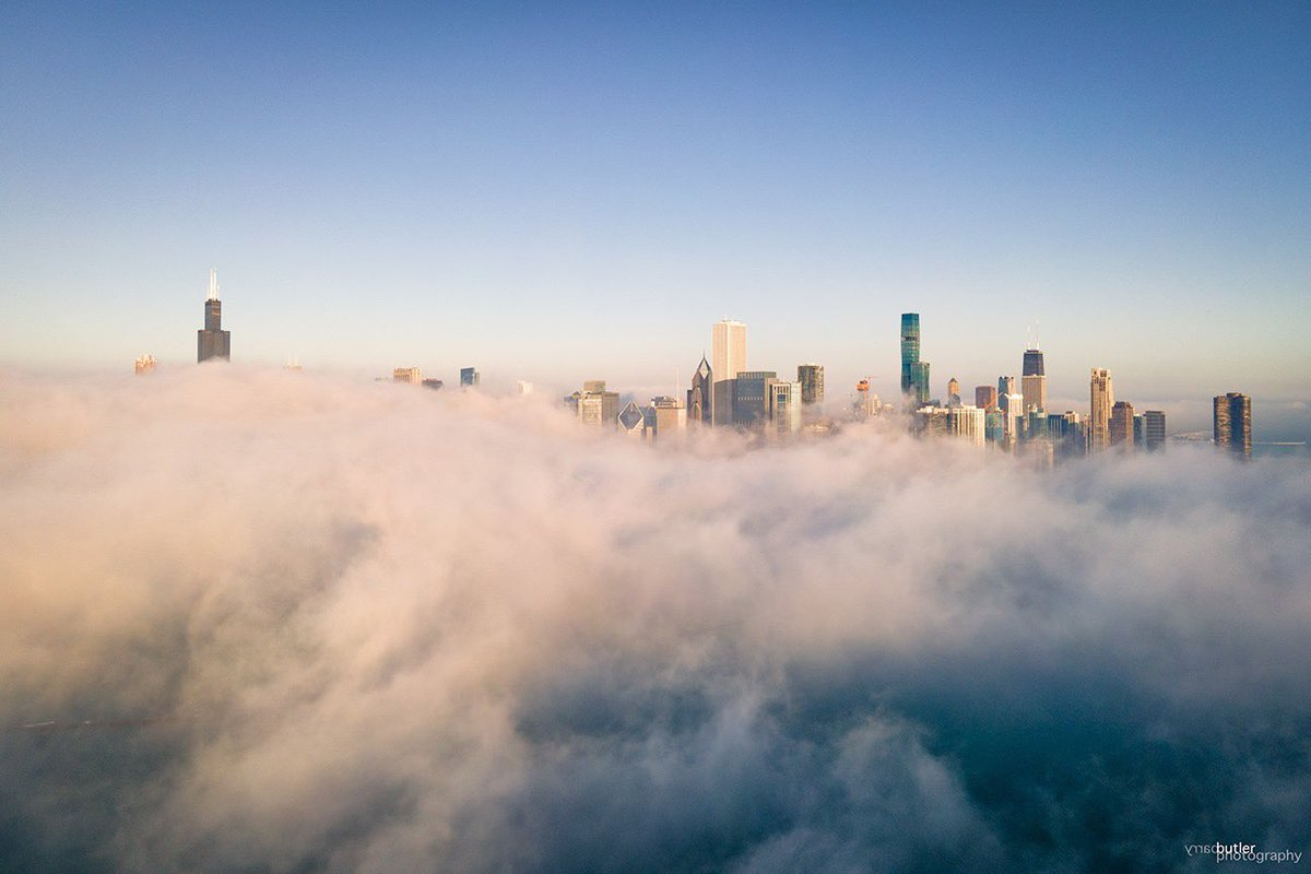 RT @barrybutler9: Another view of the fog in downtown Chicago on Saturday morning. #weather #ilwx #news #Chicago https://t.co/DTN2eCflii