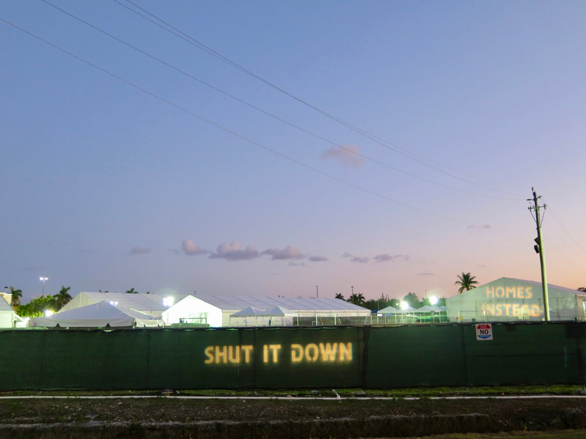 The Biden admin is reopening the detention camp for migrant kids in Homestead, Florida. This camp was shut down in 2019. My collaborative research with @afscfl @WeCount_Fl @Earthjustice shows that the site is contaminated with military waste (1/5)