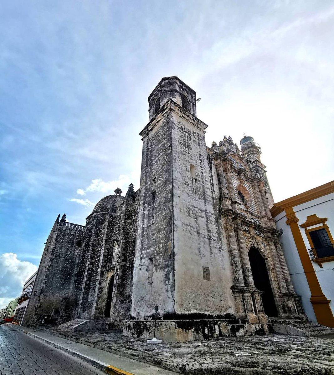 @liz_lezama El cielo y el templo de nuestros tiempos 📸☀️❤️#Comunica - #campeche #mexico #tags #likes #tagsforlikes #likesforlikes #instagram #amazing #visiting #travel #sun #bluesky #skylovers #igersCampeche #campecheturismo #templo #placetogo #mexicoSorprendente