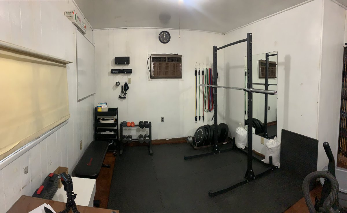 Turned the garage into a home gym my life is complete 🥰