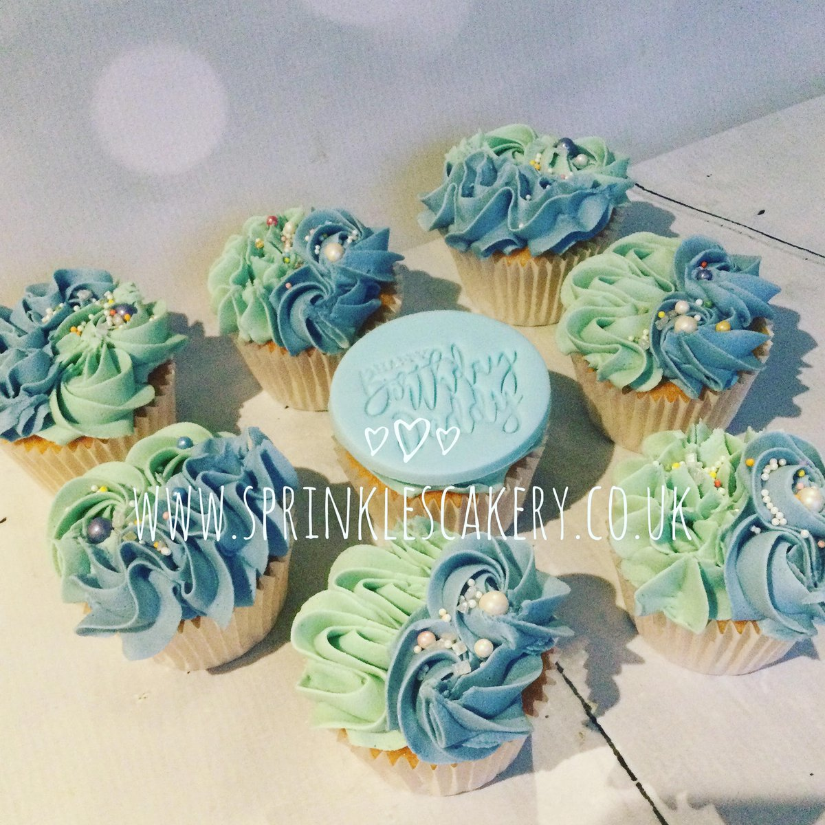 A batch of personalised vanilla cupcakes for a birthday celebration yesterday. #sprinklescakery #tunbridgewells #cakemaker #kent #cupcakes #freshlybaked #buttercreampiping #happybirthday #daddy #family #celebration #blue #supportsmallbusiness #supportlocal #baker #WAHM #mumof3