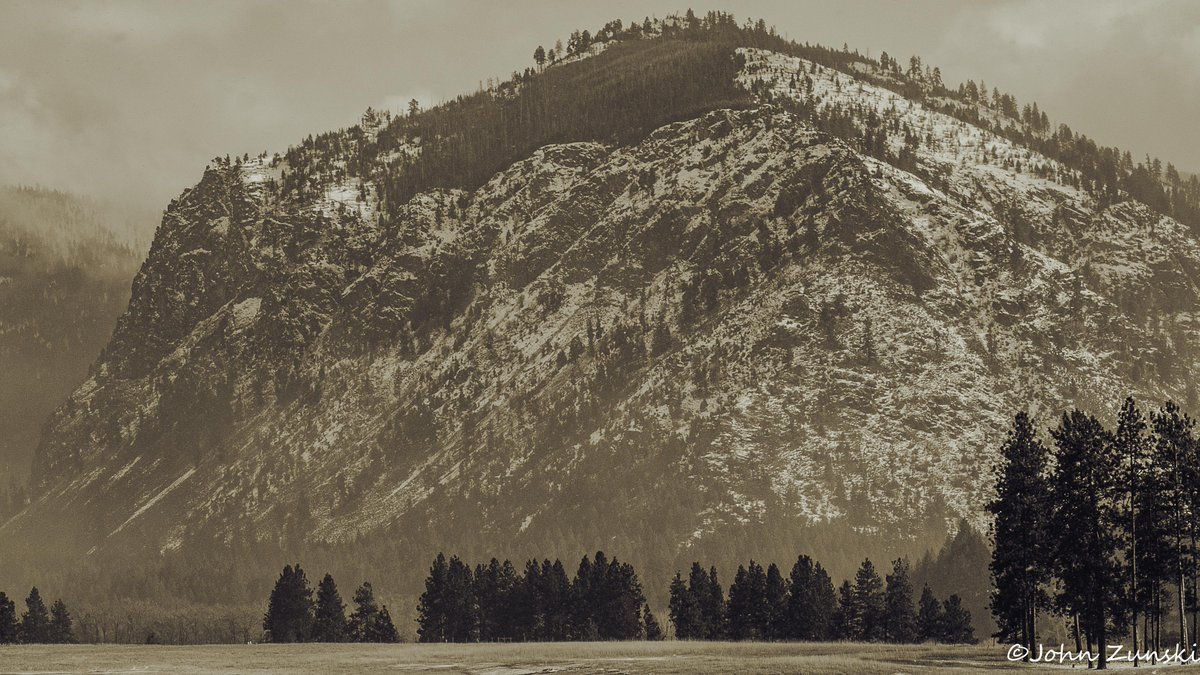 Cinderella Mountain Alberton MT. From u/MontanaLandscapes on Reddit #cinderellamountainalbertonmt #winter