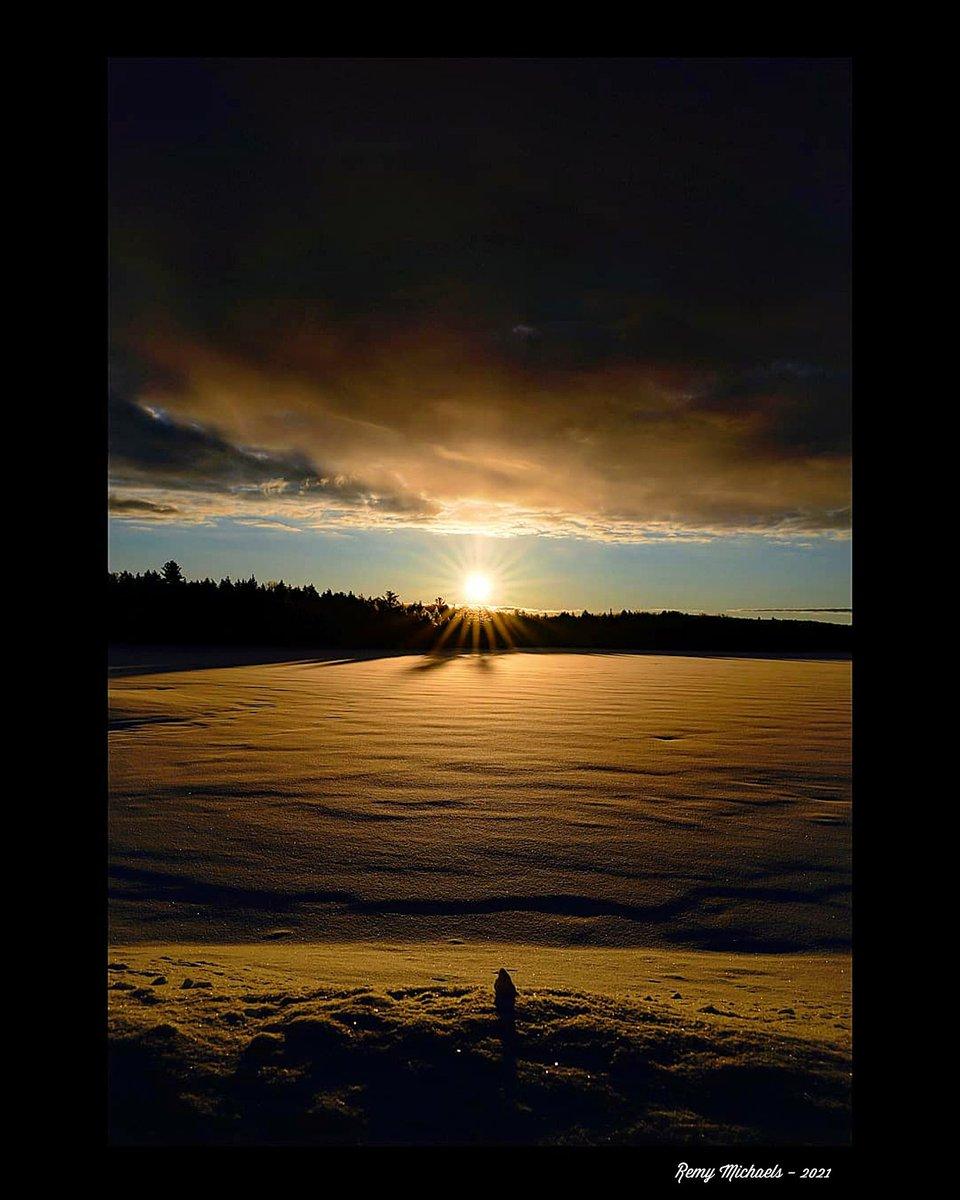 """NORTHERN DREAMS""  #CanadianGeographic #NationalGeographic #AlgonquinPark #Wilderness #Sunrise #SmokeLake #Wildlife #Winter #OntarioParks #PicOfTheDay #Travel #Nature #Muskoka #Huntsville #Gravenhurst #Photography #Art #Earth 🌎☀️😎✌️👍🌲🌲🍁🌨️📸🐾🐾♥️🏆🇨🇦"