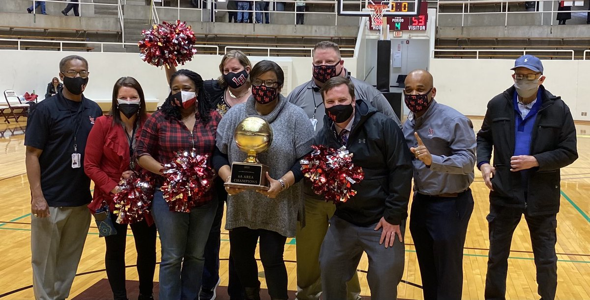 @lake_cheer You know your LH ❤️🐾 Admin Team will be there! Go Wildcats! 🏀 #BuiltDifferent  #Family