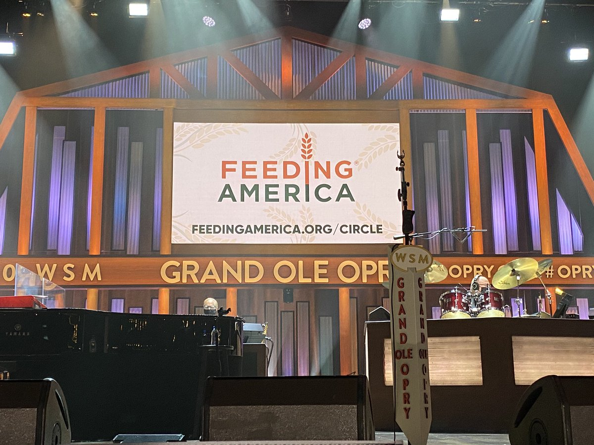 Tonight's show is benefitting @FeedingAmerica!   You can donate at ! #OpryLive