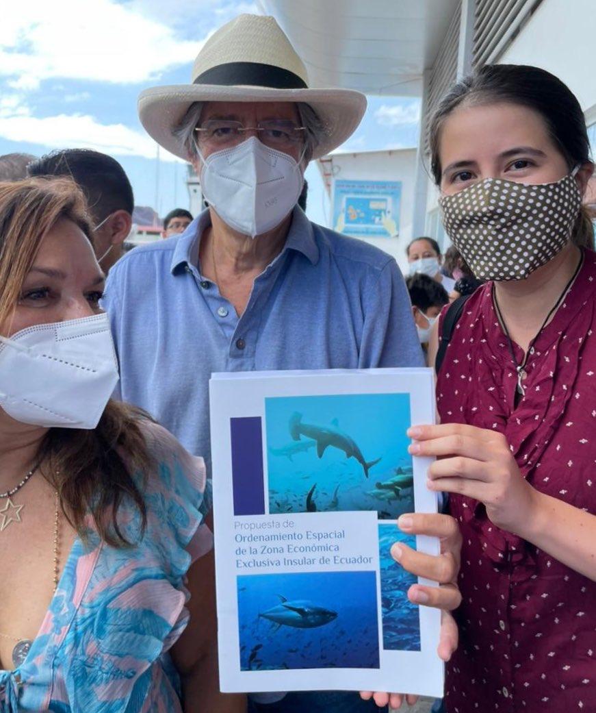 El candidato presidencial @LassoGuillermo conoció #hoy sobre nuestra propuesta de ampliar la zona de protección del mar que rodea a #Galápagos. Quien sea el próximo gobernante, debe tener el tema ambiental como eje prioritario para sacar al país adelante. https://t.co/hZwwrHNFUE