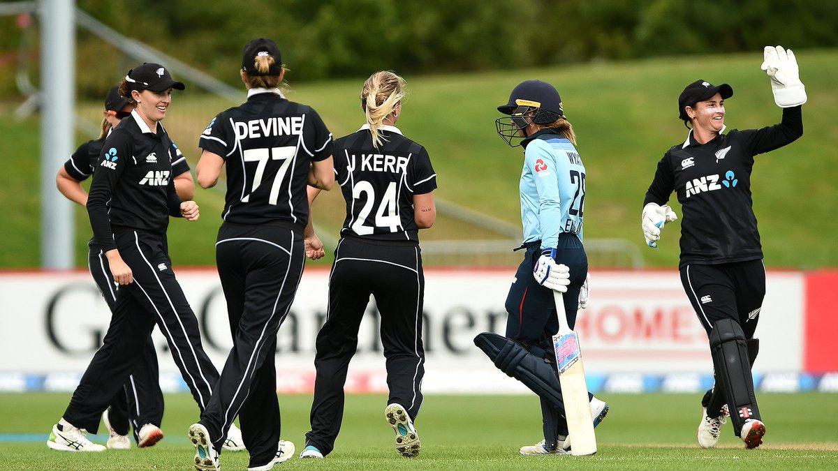 ☝️ Early wicket for New Zealand as Jess Kerr removes Danni Wyatt.  #NZvENG