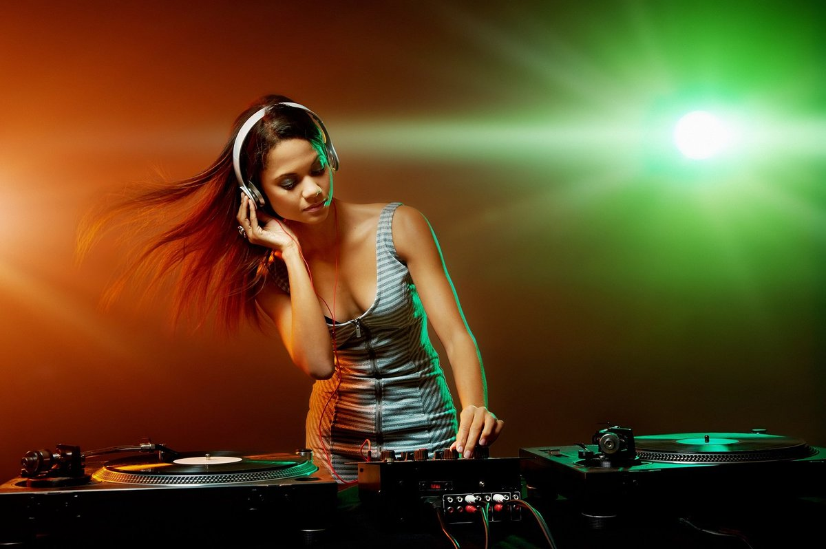 Royalty-Free Music For The Professionals By 123rf   #Royaltyfree #musicproducer #videoproducer #music #marketing #advertising #youtuber #gamedev #audioproduction #musician #stockmarket #webdesign #presentation #celebration #FridayFeeling #production