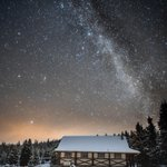 Image for the Tweet beginning: Milky Way over Maligne.✨  Photo by: