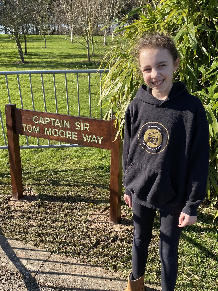 Lovely to see my niece today @Nat_Mem_Arb wanting to visit #CaptainSirTomMoore Way on the day of his funeral. Although young, she fully understood the impact #CaptainTom has had on the national. #TomorrowWillBeAGoodDay