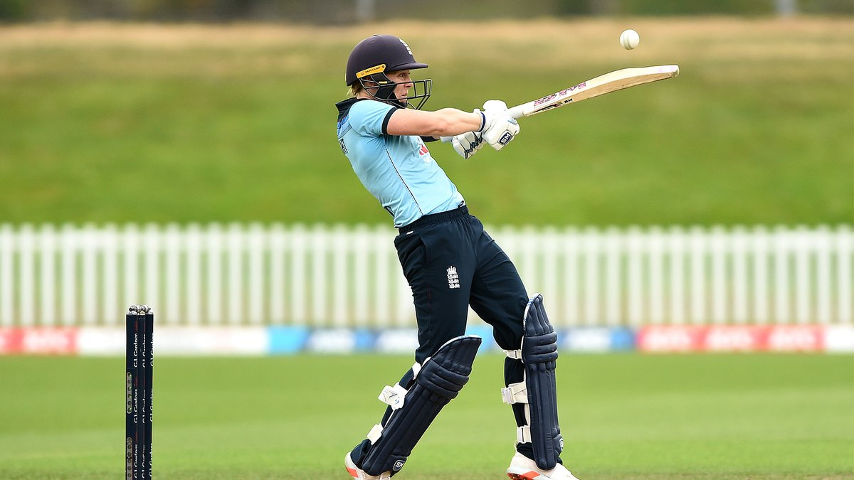 That's 50 for Heather Knight as England look to make a commanding total.  #NZvENG