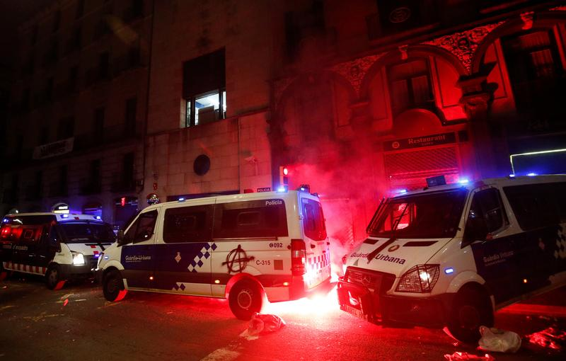 Ten arrested in Barcelona as protests over jailed rapper turn violent https://t.co/PaY26uCWUy https://t.co/e1ciddY8Uo