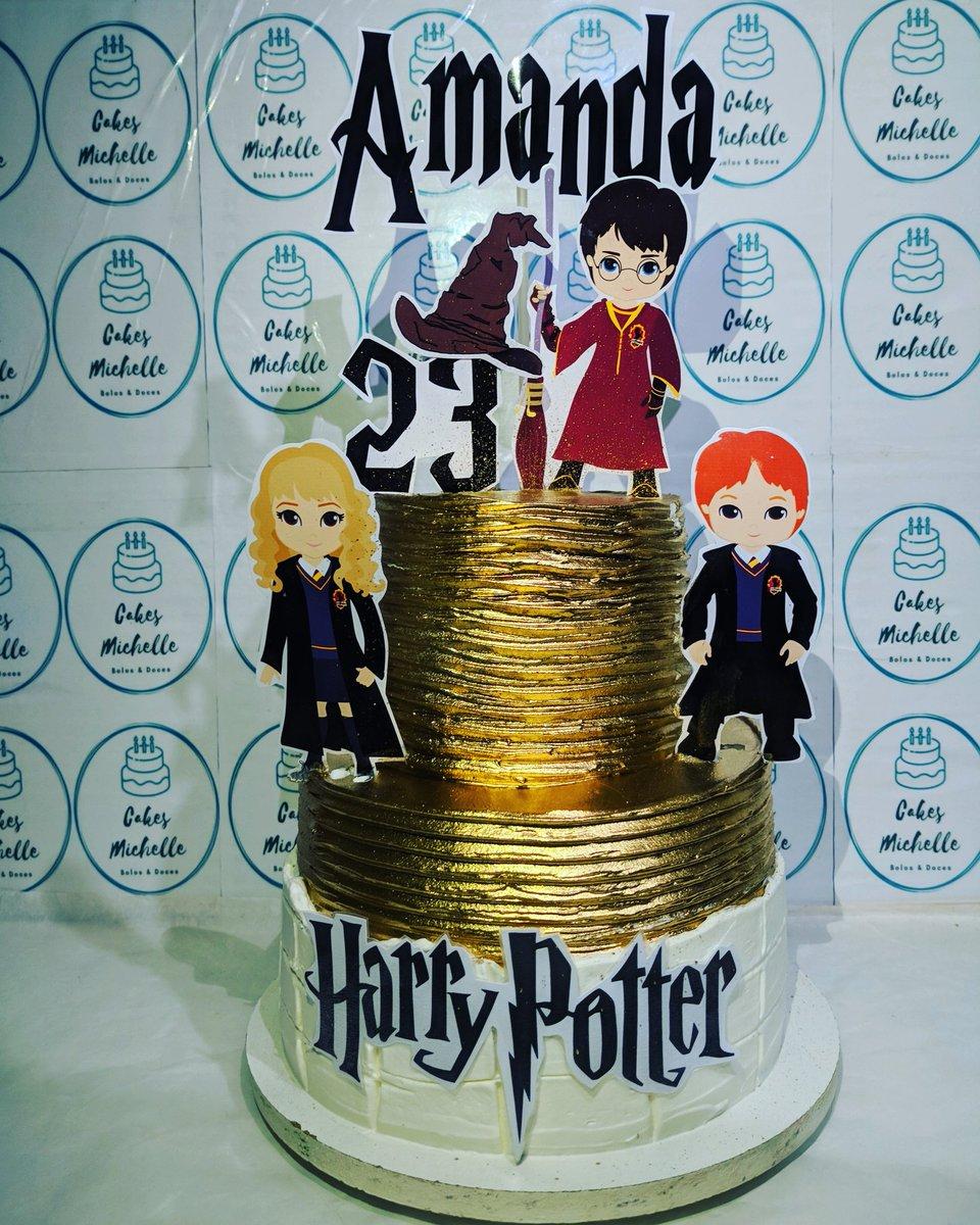 Bolo decorado em chantilly com tema Harry Potter 🎂🍰🥧🥞  #cakes #bolos  #chantilly #cakesmichelle #boloharrypotter #sweet #bolosdecorados #cakedesigner #confeitaria #loveconfeitaria  #bolodefesta