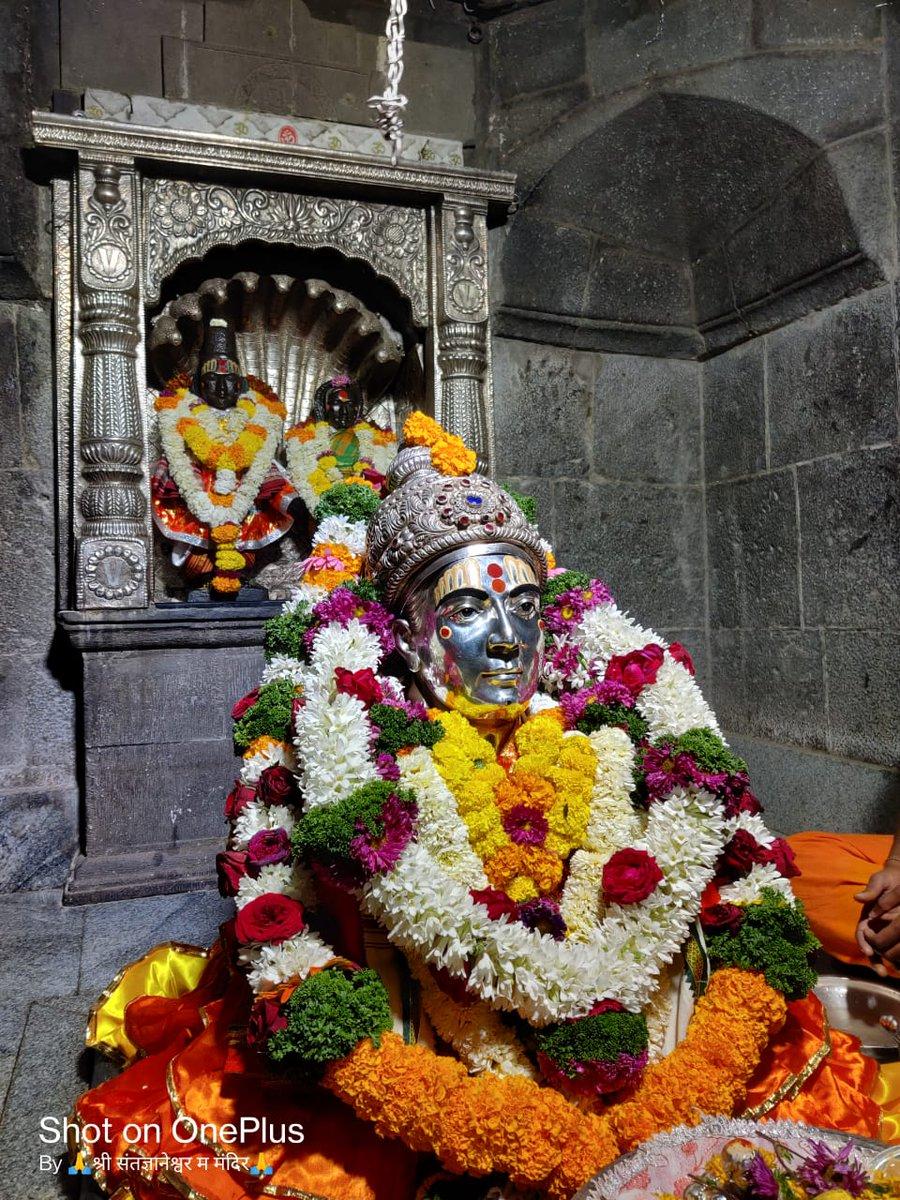 Replying to @Kr_Mulik: *श्री_ज्ञानेश्वर_महाराज_संजीवन_समाधी_मंदिर आळंदी* देवाची, आजचे दर्शन रविवार दि.२८ फेब्रुवारी २०२१