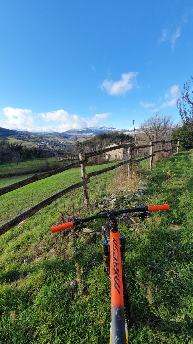 Buona domenica biker d'Italia...  #bikeadvisormtb #bikeadvisor  -----  #mtb #mtblife #mountainbike #bike #cycling #nature #italy #enduro #mountains #sport #downhill #mountain #bikelife #mountainbiking #cyclinglife #gopro #enduromtb #biker #travel  #picoftheday #bici #instagood