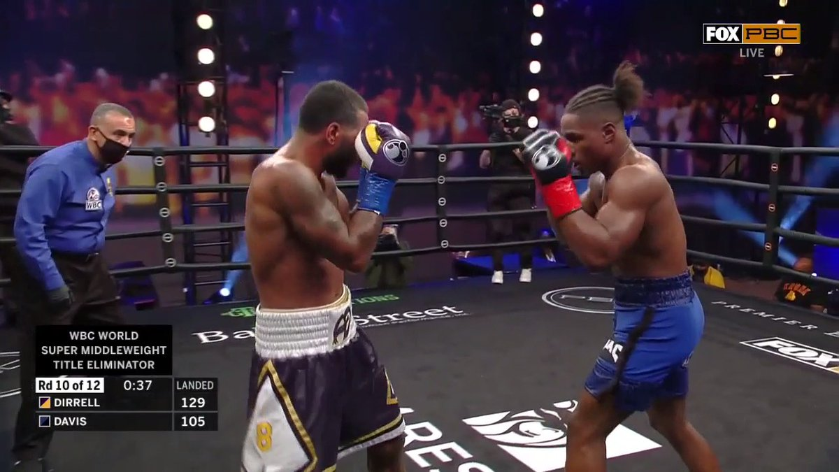 .@AnthonyDirrell closes in and attacks from the inside! #DirrellDavis #PBConFOX