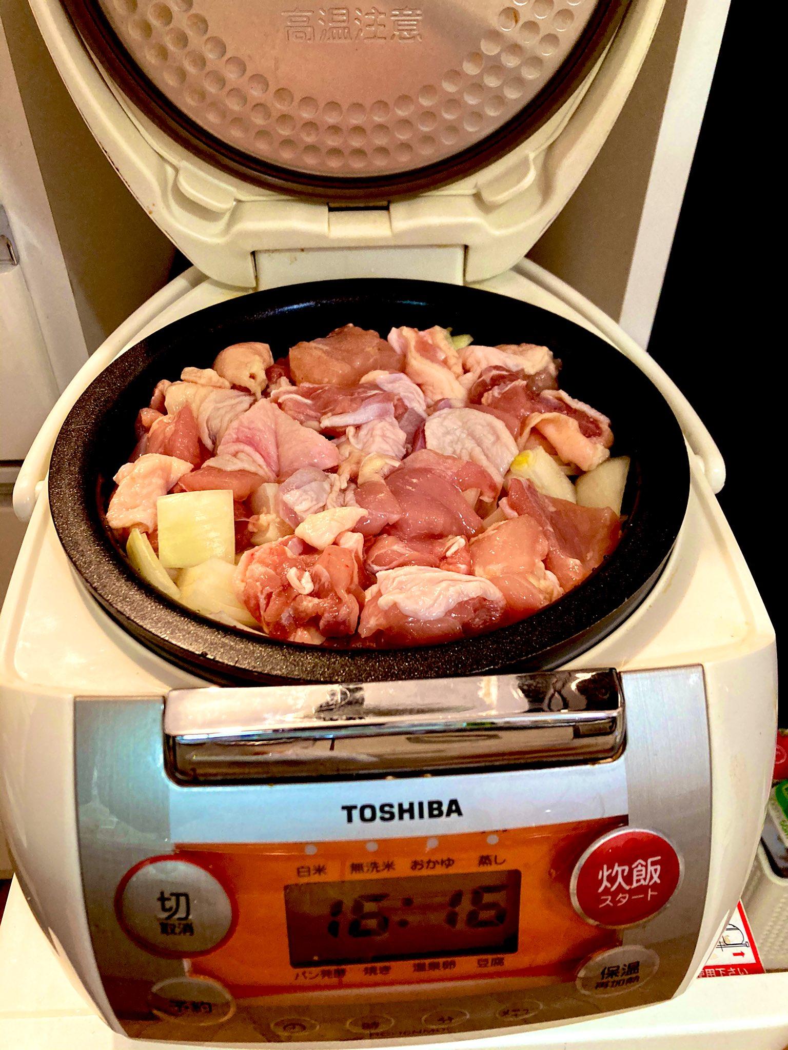 炊飯器シチューの材料を刻んで鍋に入れた図・炊飯前シチュー