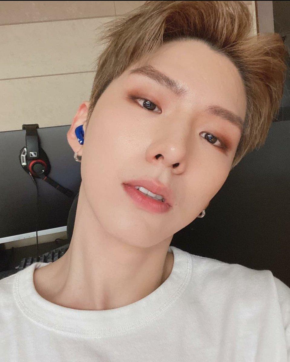 @MondayMonbebe Kihyun blonde hair killing me as always... dude, this man won't leave my heart alone, I'm always falling for him!!! @OfficialMonstaX #MONSTAX #KIHYUN #kihyunbestboy #기현