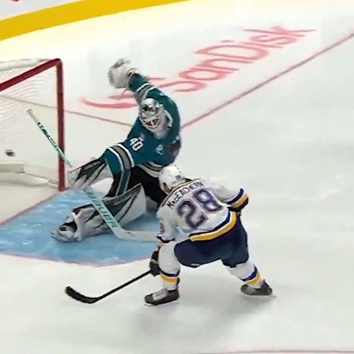 First shorty of the season for the Blues and it was a BEAUTY!  #stlblues | @jagermeisterusa