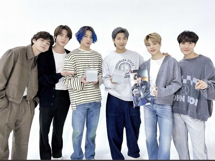 [#오늘의방탄] 2021 제18회 한국대중음악상 시상식에서 방탄소년단이 많은 분들의 큰 사랑으로 최우수 팝 노래, 올해의 노래를 수상하였습니다! (박수와 함성) 👏🏻👏🏻 특히 우리 아미들 정말 코마워용!💜 #KMA #상탄소년단