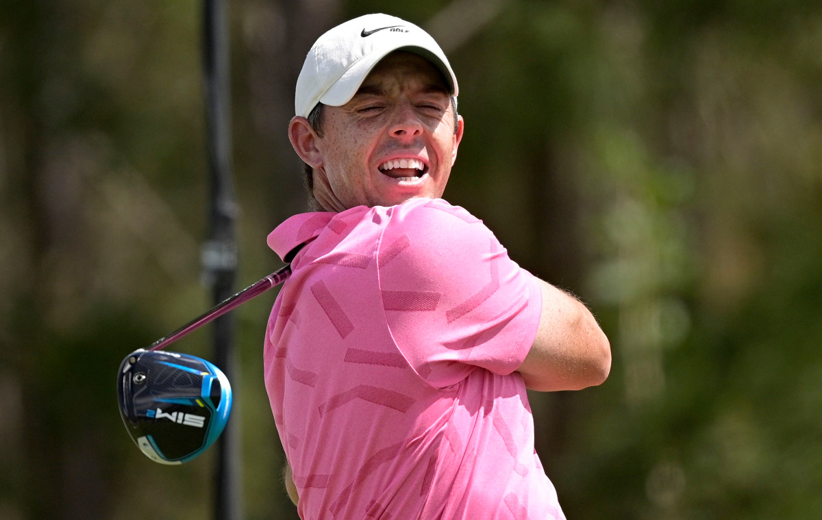 RT @nypost: Rory McIlroy, Justin Thomas to wear red Sunday in honor of Tiger Woods https://t.co/jUFtYBYOYH https://t.co/xrgK2gedKH