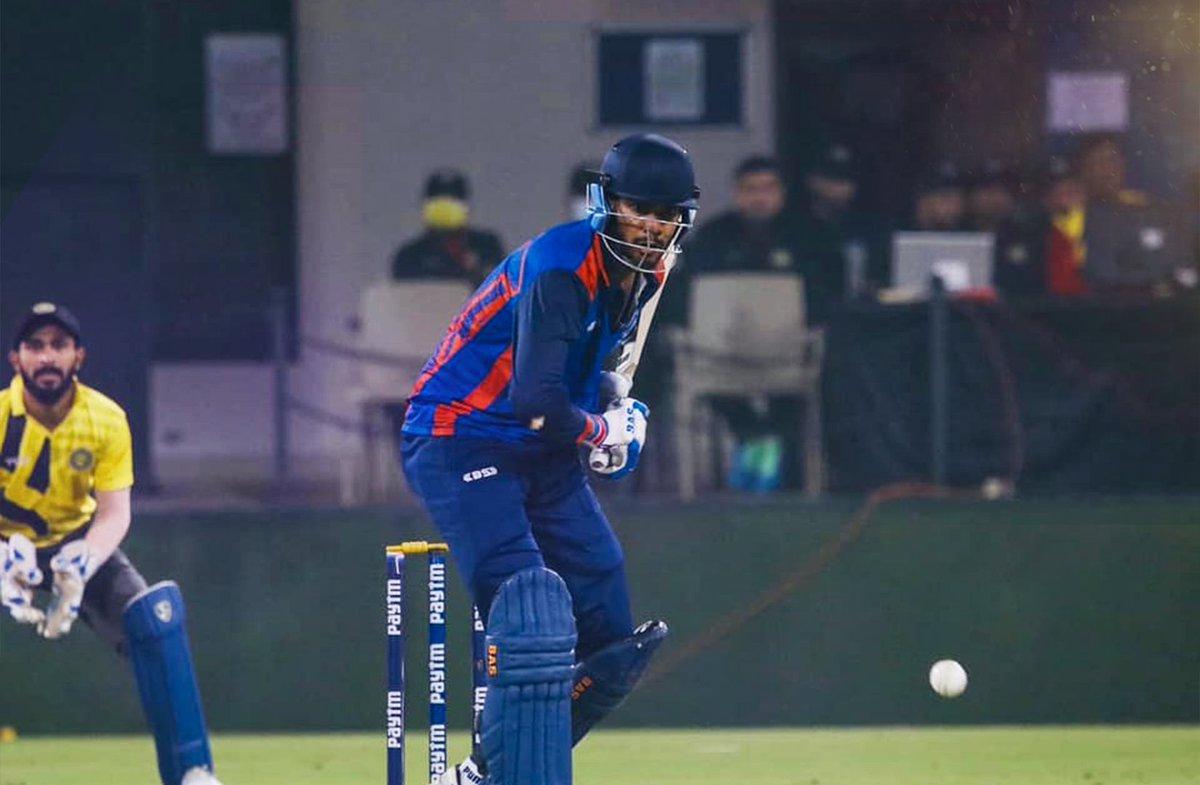 1⃣9⃣8⃣ reasons to celebrate our new knight 💜  2⃣0⃣ Boundaries and 7⃣ Sixes in a top notch inning against Punjab  Venkatesh Iyer #HaiTaiyaar  #KKR #VijayHazareTrophy #MPvPUN