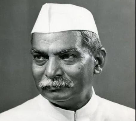 महान स्वतंत्रता सेनानी , स्वतंत्र भारत के प्रथम राष्ट्रपति 'भारत रत्न' डॉ राजेंद्र प्रसाद जी की पुण्यतिथि पर शत शत नमन ।