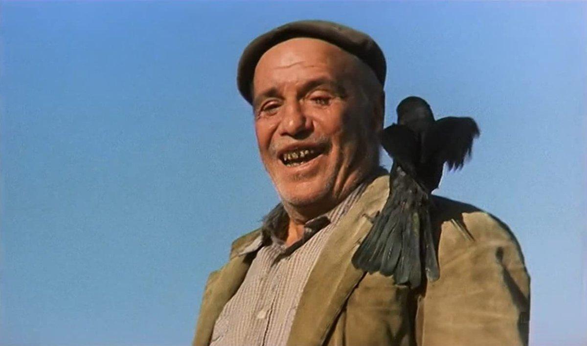 Un 8 de marzo de 1925 nacía en Águilas Paco Rabal, un mito de la actuación española que también trabajó fuera de nuestras fronteras de la mano de directores imprescindibles como Buñuel o Antonioni. ¿Por qué películas le recordáis?