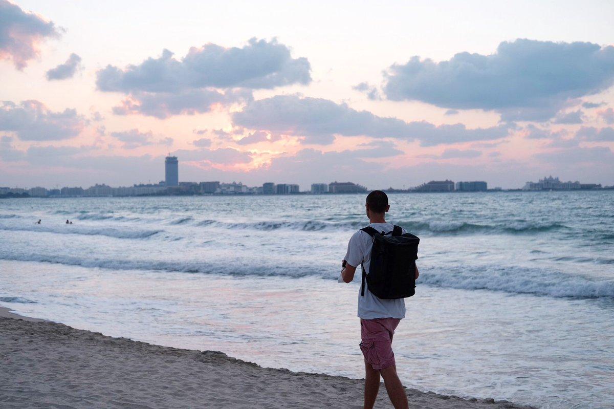 Missing those long lazy Sunday beach walks 👣👣👣  #higwanz #Filipino #uae #uae🇦🇪 #unitedarabemirates #hollister #thenorthface #northface #travel #traveler #walk #Sunday #Sundays #sundayfeels #sundayvibes #Sunday #walks #longwalks #longwalk #beach #beachlife #sun #sunset