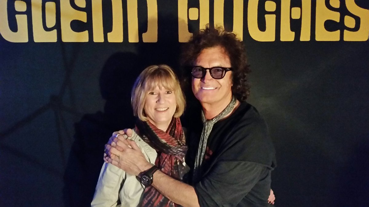 A fabulous picture of my lovely wife @lizjfreeman with our friend, the amazing @glenn_hughes #SundayThoughts #Peace #Love  ✌☮🎸💜