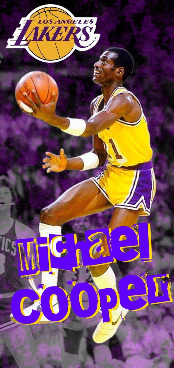 そろそろ寝ます🌉🌃 本日ラストの画像はコチラ🖼️ SHOW TIMEの一員、Michael Cooper✨ MagicがいたLALは周りがかなりいい選手で固められてますよね☺️  それでは、おやすみなさいませ😌🌃💤  #NBA #LakeShow