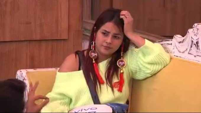 Replying to @CharacterMore_X: Aisi earrings kaha milegi 🥺🤭🤭🤭 Kya cartoon h ye 😭😘 @ishehnaaz_gill #ShehnaazGill