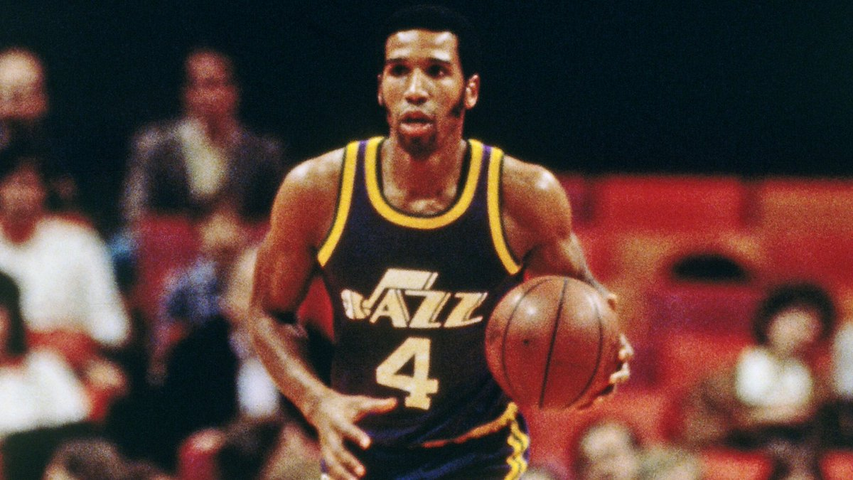 Adrian Dantley está fazendo 66 anos! O ex-ala jogou por Braves, Pacers, Lakers, Jazz (79-86), Pistons, Mavericks e Bucks.  HOF 6x All-Star 2x All-NBA 2nd Team ROY 2x cestinha Camiseta aposentada (UTA) Médias: 24.3p 5.7r 3a 1s  #NBA #TakeNote