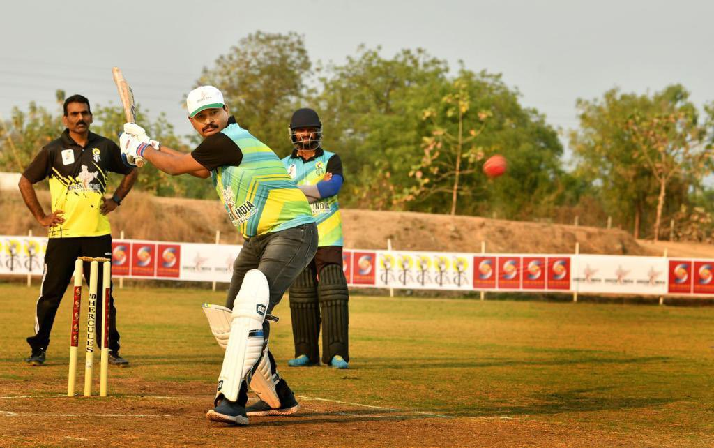 Warriors' took some time out to prove that they are champions at a different battle filed too. Congrats to the winner of #COVID warriors #CricketCup played between #Doctors and #CineArtists conducted by #GreenIndiaChallenge 🌱🌱🌱.