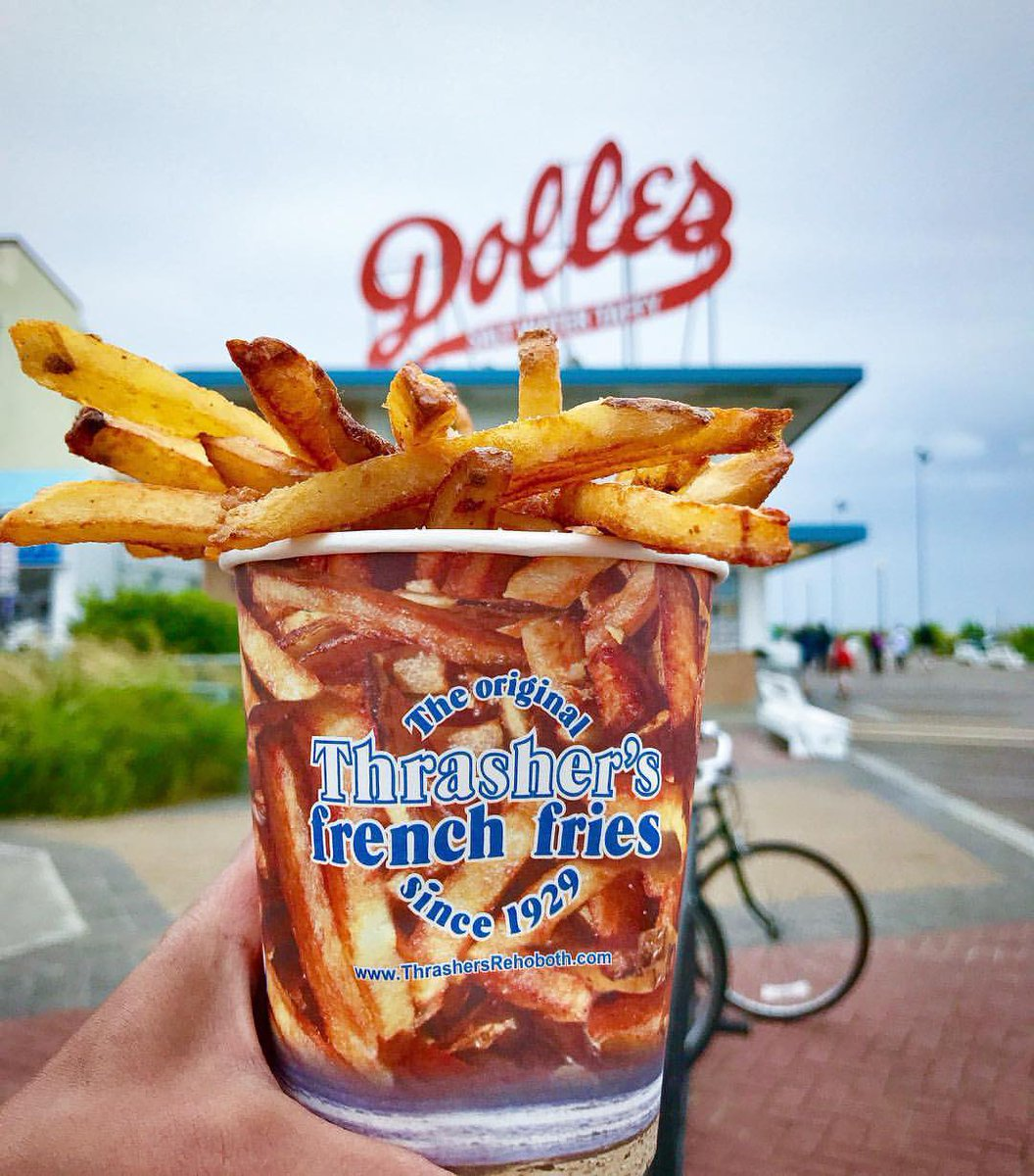 All the Sunday feels you could ask for 😍  📷 polreanforeals insta  #downtownrehoboth #wearemainstreet #mainstreetusa #mainstreet #downtown #sundayvibes #SundayFunday #frenchfries #fries #fry #thrashers #beachvibes #beachphotography #boardwalk #getaway #foodie #localeats #eat