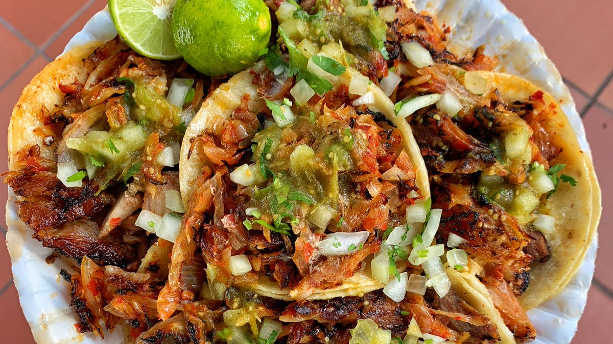 You can't be sad while eating Al Pastor tacos 😁 🌮  #SmileHoy  #TaqueriaHoy #Open24Hours #Authentic #OrangeCounty #Taqueria #Taco #Asada #TheOC #Burrito #AlPastor #MexIcanAmerican #Jalisco #Arandas #Dtsa #SantaAna #Orange #Anaheim #Tustin #Lunch #Dinner #SmileHoy https://t.co/CxrxY8ZTsD
