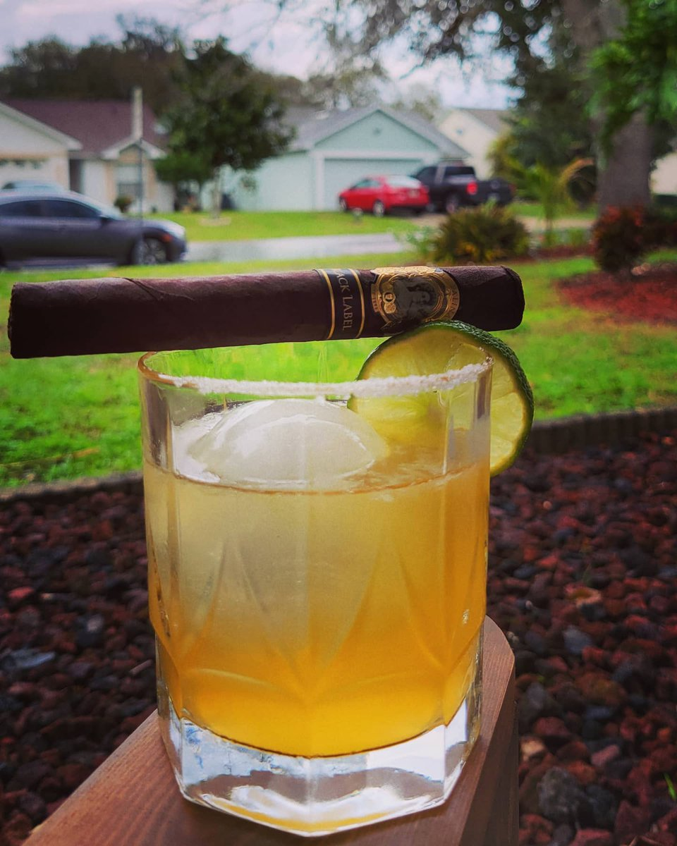 #sundayvibes 📷 by @cpl_gumby: Paired with a @lapalinacigar Black Label, this Sunday is making a solid recovery.  Cheers!  #breakingmyownrules #caskandcrew #whiskey #orangeroastedwhiskey #caskarita #lapalina #cigars #blacklabel #notabadday