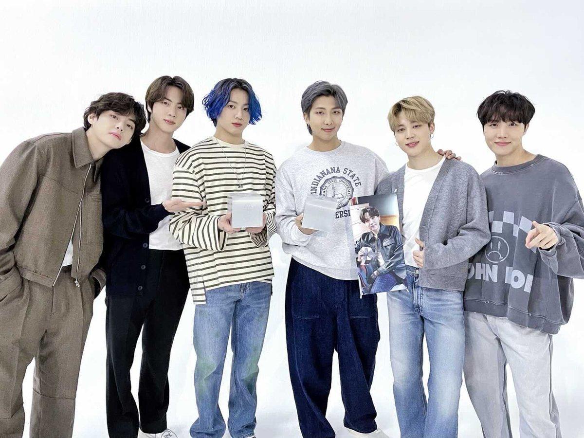 💜BTS_official @bts_bighit  [#오늘의방탄 ] En los 18  Premios de la Música Popular Coreana de 2021, BTS ganó la mejor canción pop, Canción del año, ¡con el gran amor de muchas personas! (Aplausos y gritos)👏👏 Especialmente, nuestros ARMY están realmente en coma💜 #BTS @BTS_twt