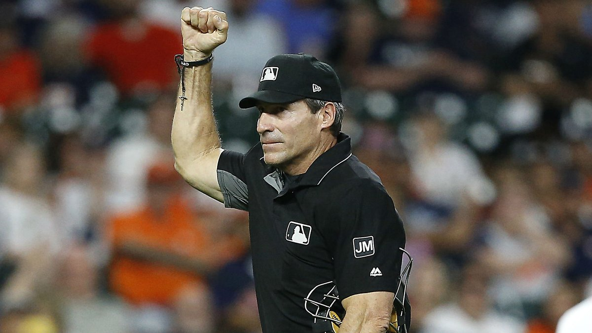 Angel Hernandez makes questionable call, broadcaster declares MLB ump in 'midseason form'