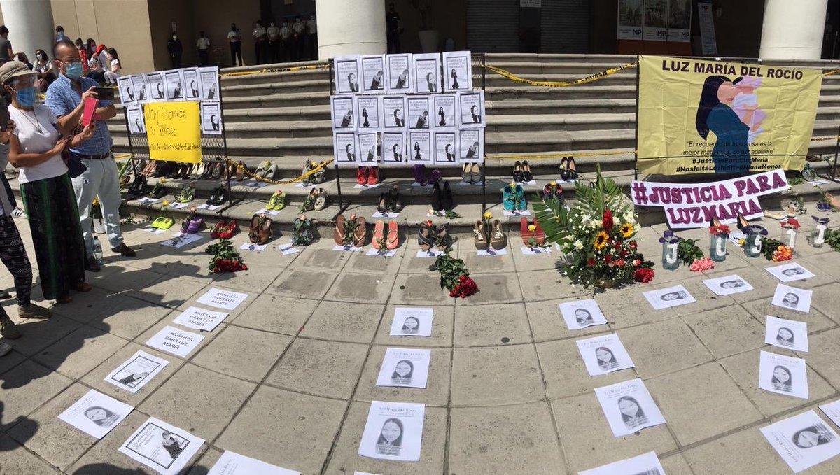 test Twitter Media - Familiares y amigos de Luz María Del Rocío realizan un plantón afuera del Ministerio Público para pedir justicia por su muerte y todas las mujeres que han sido victimas de la violencia.📸: José Orozco/LH https://t.co/8HVmkk742q