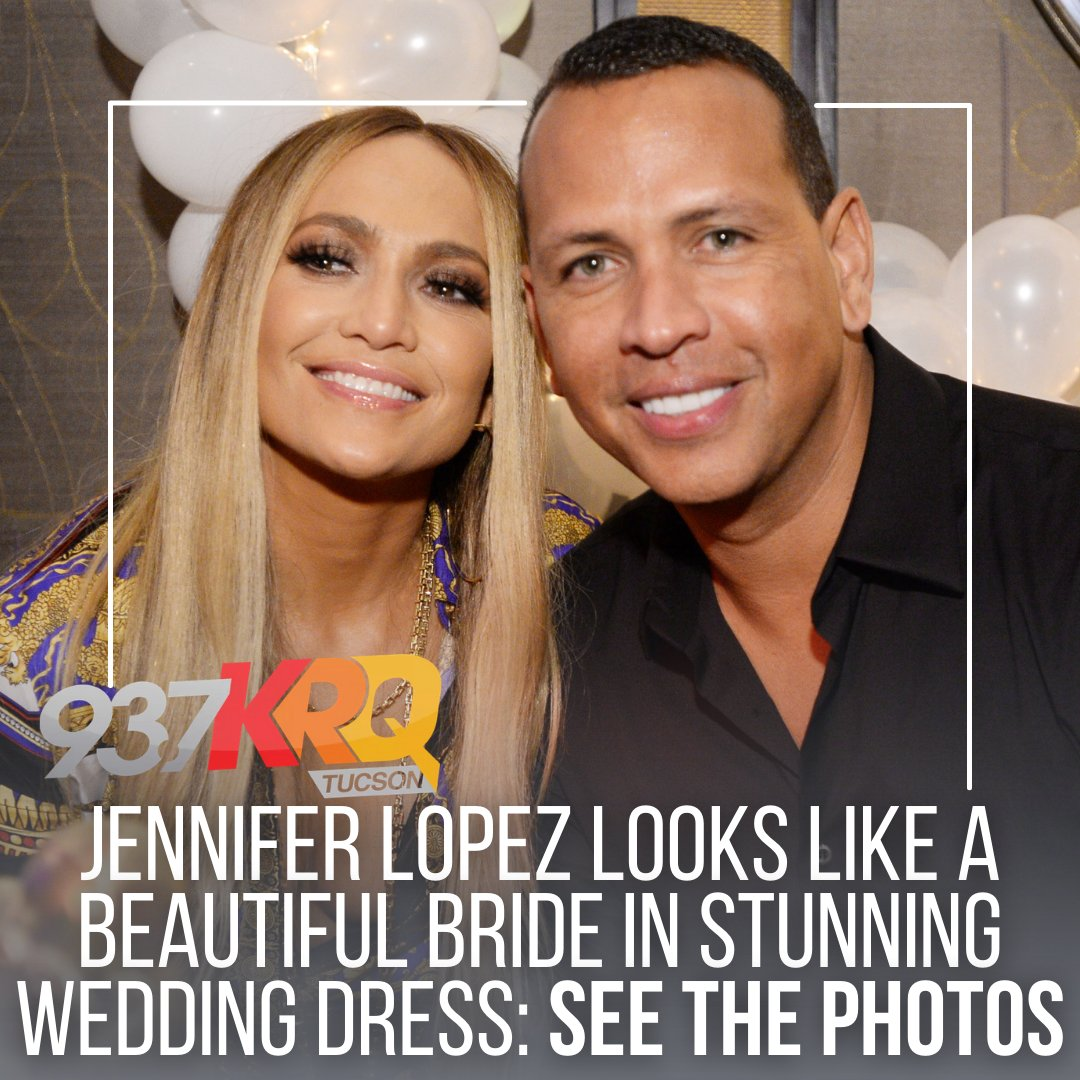 Did #JLO get married and not tell us?! Either way, she makes a BEAUTIFUL bride 😉   LINK IN BIO to see the stunning photos!   @gettyimages #jenniferlopez #arod #shotgunwedding